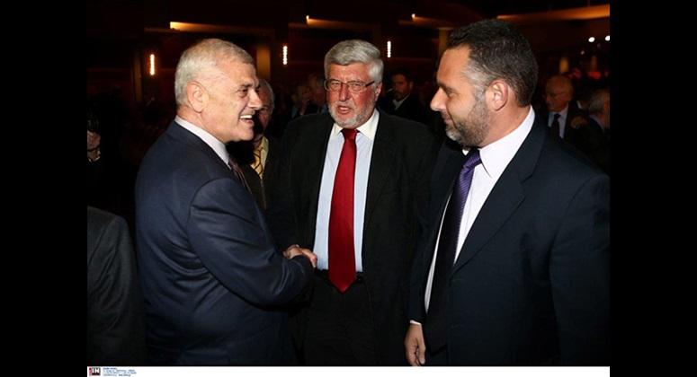 Ο κ. Δημήτρης Μελισσανίδης συνομιλεί με τον Πρέσβη κ. Αλέξανδρο Μαλλιά και τον κ. Νίκο Ζαχαριά.