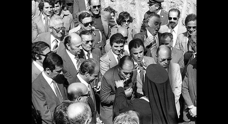 Ο Λουκάς Μπάρλος τη μέρα των εγκαινίων και του αγιασμού της «σκεπαστής» εξέδρας το 1979