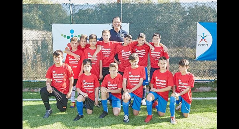 Ο Τάσος Μητρόπουλος με παιδιά των αθλητικών ακαδημιών