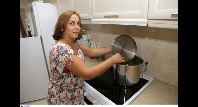 Η κυρία Ελένη  που μαγειρεύει καθημερινά τα γεύματά τους κατόπιν συνεννόησης με το διαιτολόγο της πρώτης ομάδας και επιμελείται την καθαριότητα των χώρων και ο κύριος Βάιος, ο άνθρωπος που επί 24 ώρες επιλύει το οποιοδήποτε πρόβλημα προκύπτει.